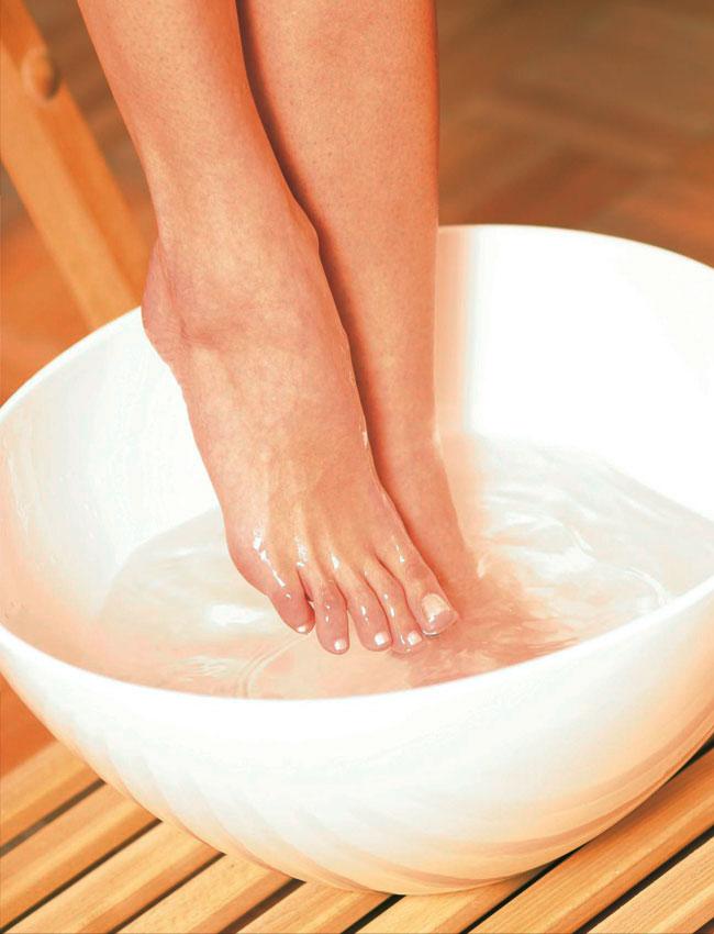 Чем отпарить ноги перед педикюром